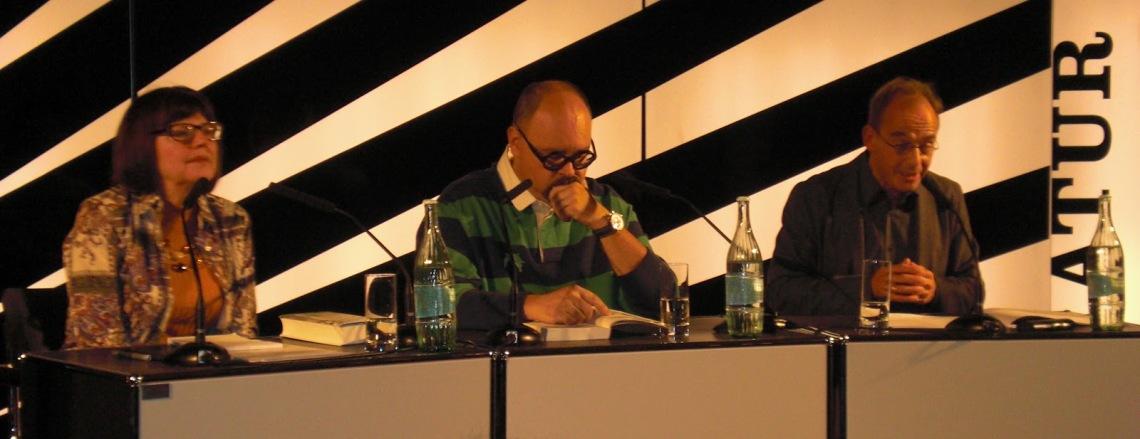 Lektorin Michi Strausfeld, Carlos Ruiz Zafón, Schauspieler Peter Schroeder (v.l.n.r.)