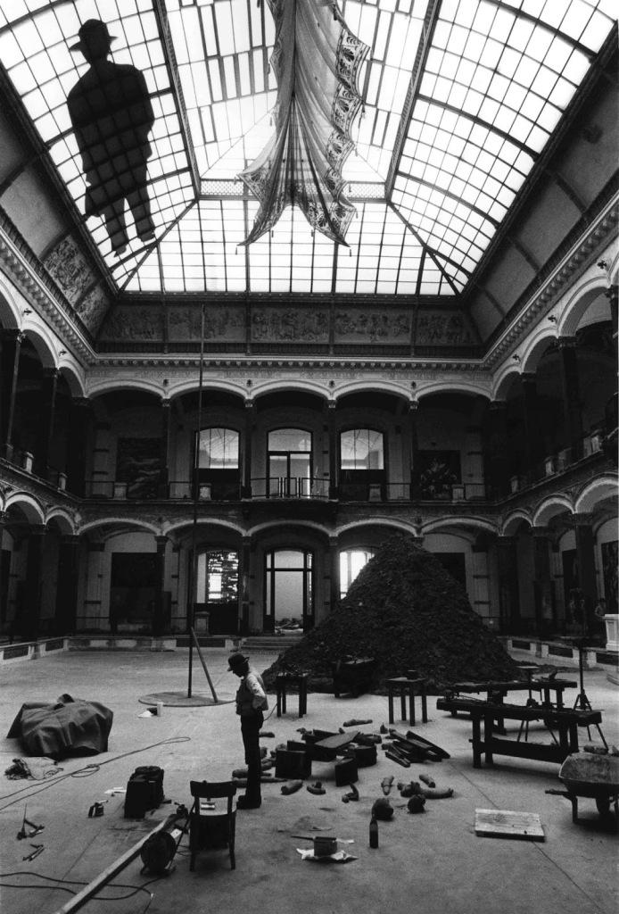 Barbara Klemm: Joseph Beuys im Martin-Gropius-Bau, Berlin 1982