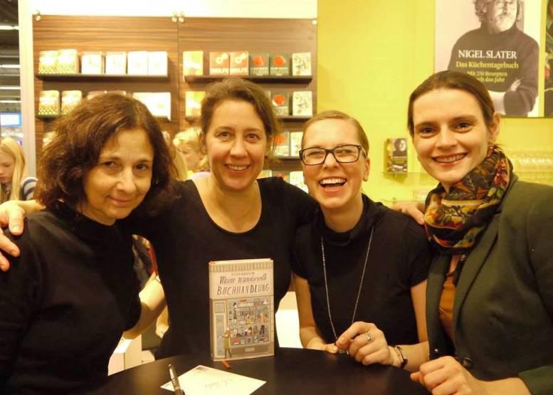 Petra Hartlieb mit masuko, der Klappentexterin und der Bücherliebhaberin