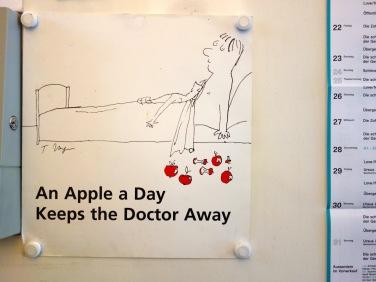 Warum wir so selten krank sind? Am Eingang steht immer eine Kiste mit frischen Äpfeln für alle Mitarbeiter.