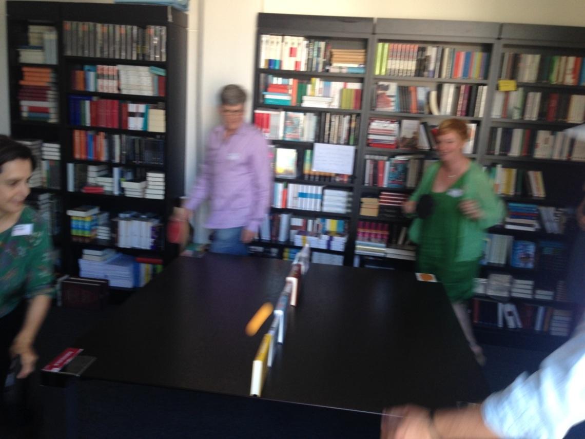 Das S. Fischer-Team beim Ping Pong-Spielen