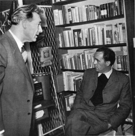 Witsch und Böll 1954 am Tag des Buches in der Schrsdorff´schen Buchhandlung Düsseldorf   ©Archiv Kiepenheuer & Witsch