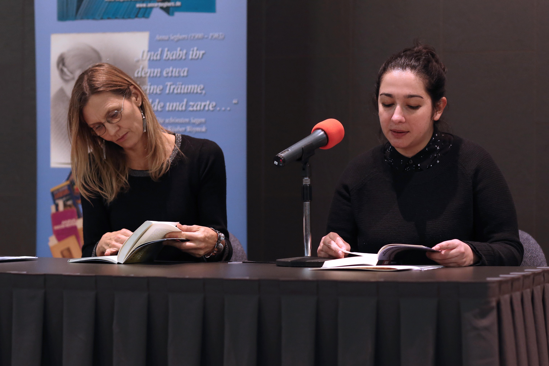 Fernanda Melchor mit Übersetzerin Angelica Ammar | ©Charlotte Fischer