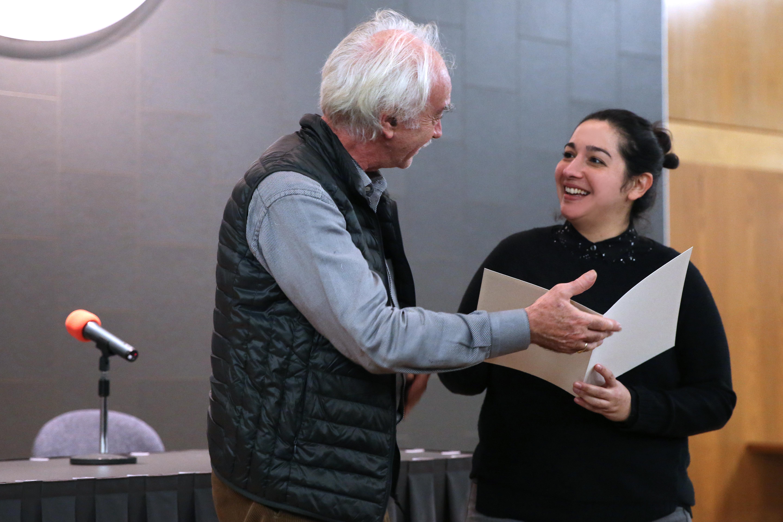 Jean Radvanyi überreicht Fernanda Melchor den Anna Segers-Preis | ©Charlotte Fischer